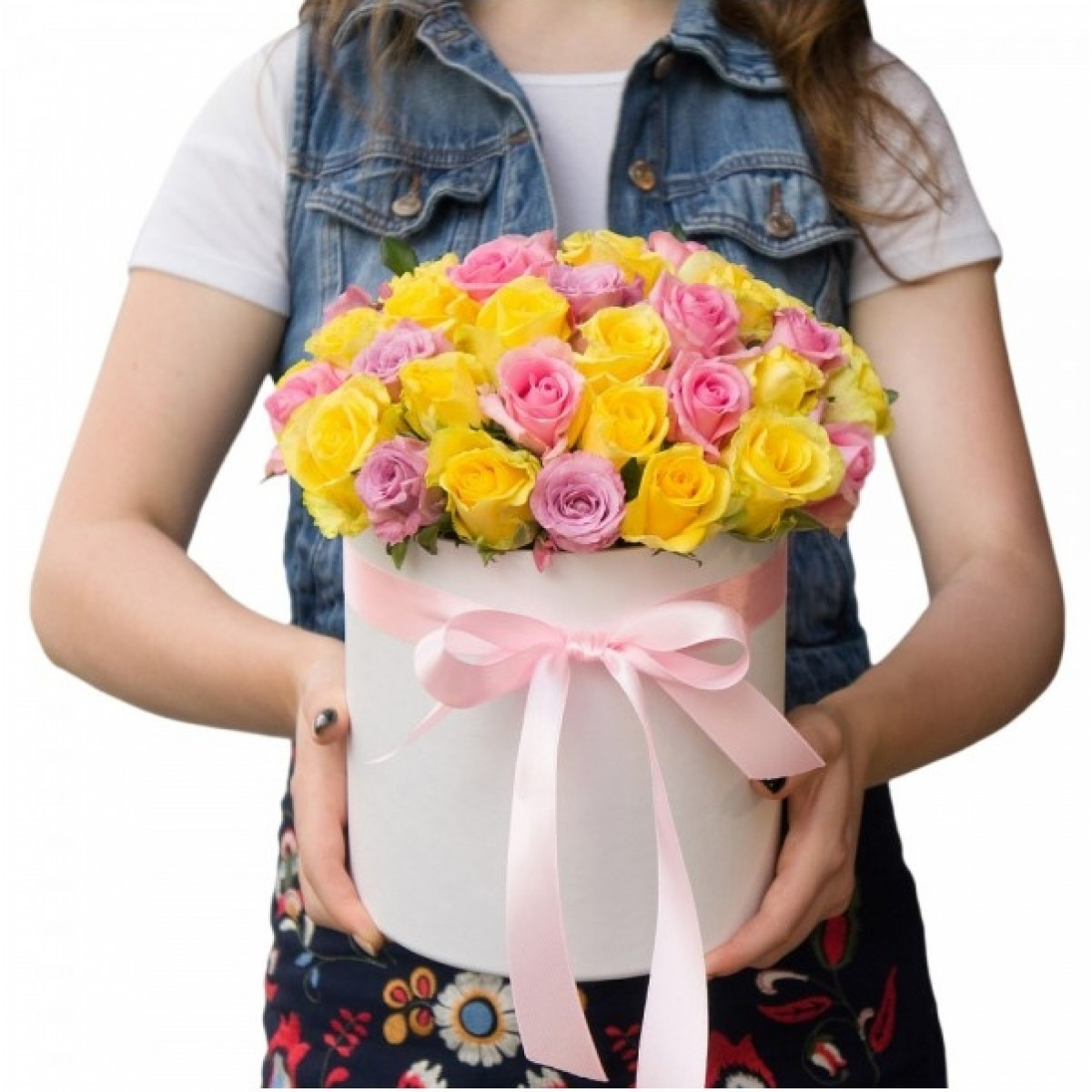 29 Пъстроцветни рози в Бяла кутия
