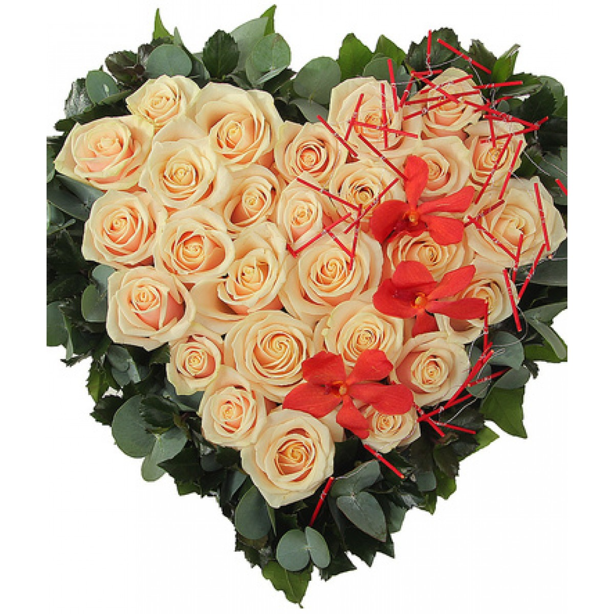Сърце от 27 кремави рози